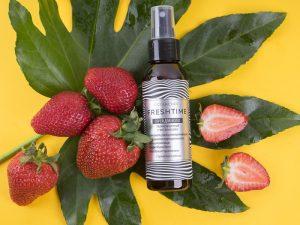 L´Cosmetics FRESH TIME ochranný sprej na vlasy s vitamínmi Jahoda tepelná ochrana 100ml