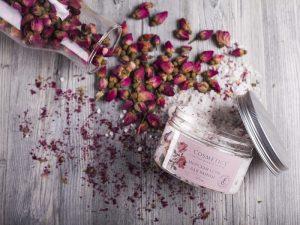 L´Cosmetics soľ do kúpeľa z mŕtveho mora so sušenou čajovou ružou 300g